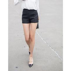 GUMZZI - Flat-Front Shorts