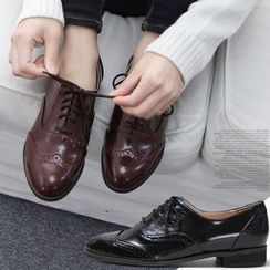 Reneve - Almond-Toe Wingtip Oxford Flats
