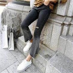 PIPPIN - Fringe-Hem Gradient Boot-Cut Jeans