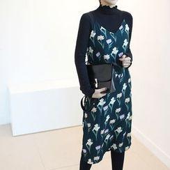 STYLEBYYAM - Floral Patterned V-Neck Sleeveless Dress
