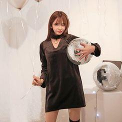 DABAGIRL - Choker-Neck Velvet Mini Shift Dress