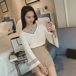 Diado - V-Neck Bell-Sleeve Knit Top