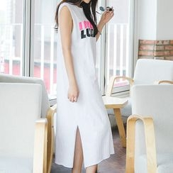 Envy Look - Sleeveless Lettering T-Shirt Dress