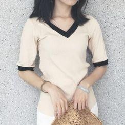 時尚麻豆家 - 色邊V領短袖針織上衣