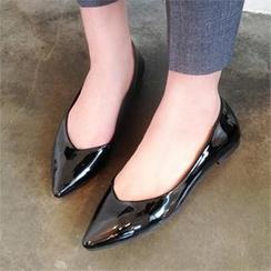 LIPHOP - 漆皮尖头平跟鞋
