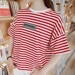 Eva Fashion - Short-Sleeve Striped Lettering T-Shirt