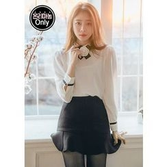 Chlo.D.Manon - Mock-Neck Puff-Sleeve Chiffon Top with Brooch