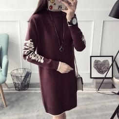 Qimi - Long-Sleeve Lettering Knit Dress