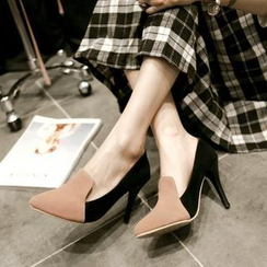Pangmama - Two-Tone Pointy Pumps