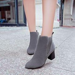 Yoflap - Block Heel Chelsea Boots