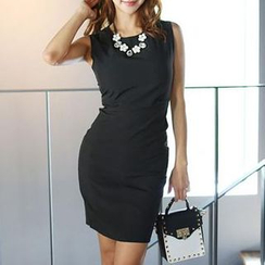 Jolly Club - Sleeveless Sheath Dress