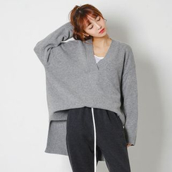FASHION DIVA - V-Neck Dip-Back Oversized Knit Top