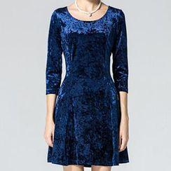 Dream a Dream - 3/4-Sleeve Velvet Dress