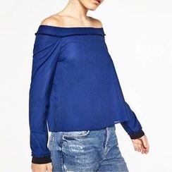 Chicsense - Off-Shoulder Slit-Back Cropped Top