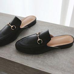 DAILY LOOK - Metallic Slid Sandals
