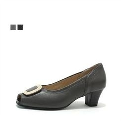 MODELSIS - Open-Toe Buckled Pumps