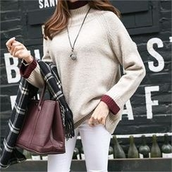 PIPPIN - Mock-Neck Contrast-Trim Knit Top