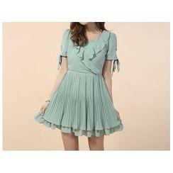 草莓花朵 - 短袖皱摺边边雪纺连衣裙