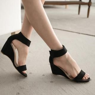 FM Shoes - Ankle-Strap Wedge Sandals
