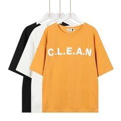 Momewear - 短袖字母T恤