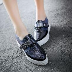 錦洋鞋業 - 飾扣樂福鞋