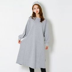 FASHION DIVA - Crew-Neck Pullover Dress