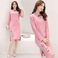 艾雨晴 - 花形刺绣长袖针织旗袍