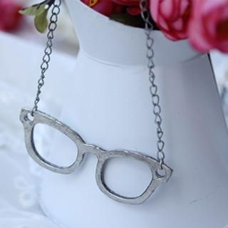 Fit-to-Kill - Vintage glasses Necklace -Silver