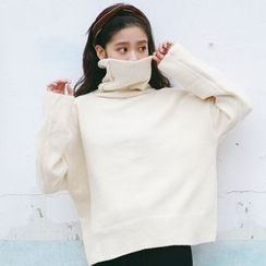 Porta - Turtleneck Knit Top