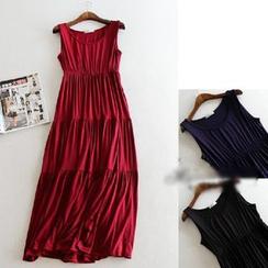 Lacyland - Sleeveless Pleated Maxi Dress