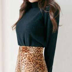 chuu - Mock-Neck Wool Blend Furry-Knit Top
