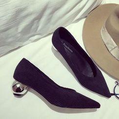 QQ Trend - 圆跟尖头高跟鞋