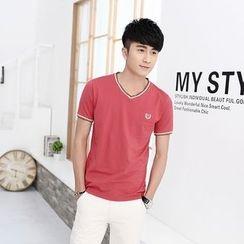 JETTE - Short-Sleeve V-Neck T-Shirt