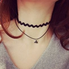 MOMENT OF LOVE - Triangle Layered Necklace