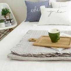 Yasumi - Frill Trim Blanket