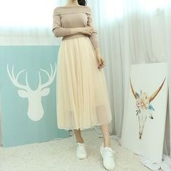 Dodostyle - Set: Sleeveless Tulle Dress + Off-Shoulder Knit Top