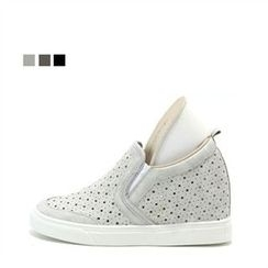 MODELSIS - Perforated Slip-Ons