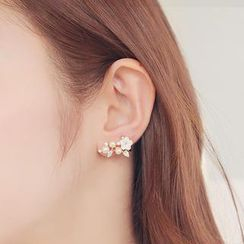 soo n soo - Faux Pearl Flower Single Earring