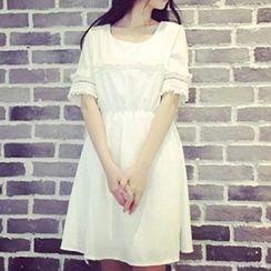Rocho - Lace Panel Short-Sleeve Dress