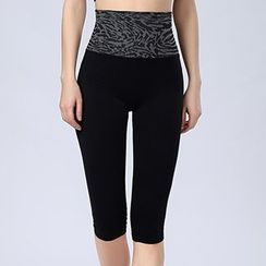 Lady Lily - Panther Print Capri Yoga Pants