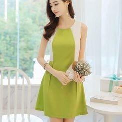 YUMU - Sleeveless Color Block Dress