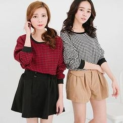 CatWorld - Drop-Shoulder Houndstooth Top