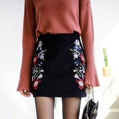 Tokyo Fashion - Embroidered Pencil Skirt