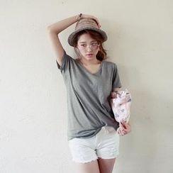 COOLHADA - V-Neck Short-Sleeve Cotton T-Shirt