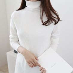DAILY LOOK - Turtle-Neck Top