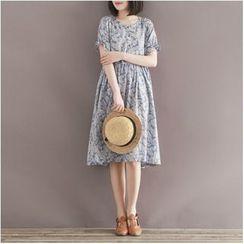 Snow Flower - Short-Sleeve Printed Midi Dress