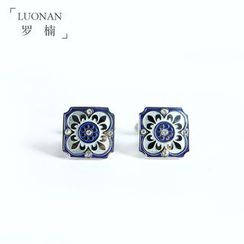 Luonan - Embossed Cufflinks