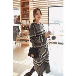 Momnuri - Maternity Dual-Pocket Plaid Shift Dress