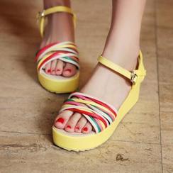 Charming Kicks - Twist Strap Platform Sandals