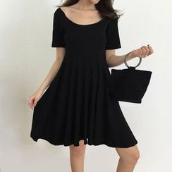 Honeydew - Short-Sleeve Backless A-line Dress